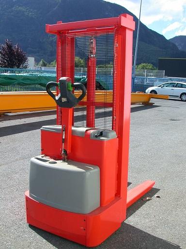 Gerbeur électrique INCAB
